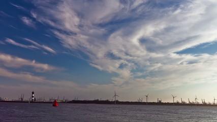 Windkraft und Hafen 08