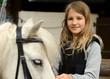 Mädchen mit pony pferd