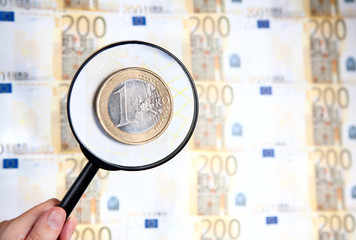 Magnifier zooming one euro