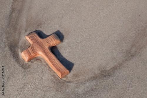 Holzkreuz am Meer