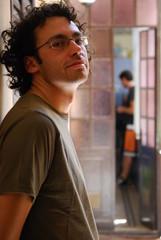 ragazzo con gli occhiali