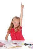 fillette blonde de 9 ans demandant la parole en classe poster