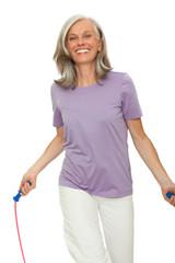 Seniorin spingt Seil