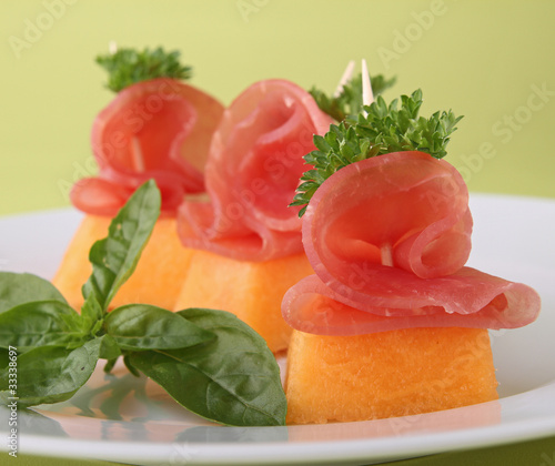 Canap ap ritif melon et bacon photo libre de droits for Canape aperitif