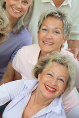Fröhlichen Seniorinnen