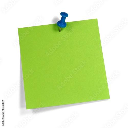 Grüner Merkzettel mit blauem Pin