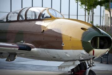 Avion militar clasico de guerra antiguo expuesto