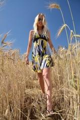 femme et champs de blé