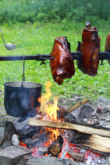 Schweineschulter am Spieß