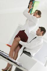 Harcèlement physique au bureau