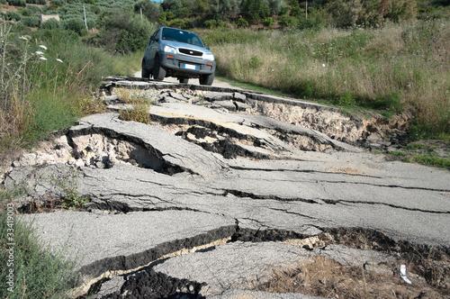 Broken Road - 33419003
