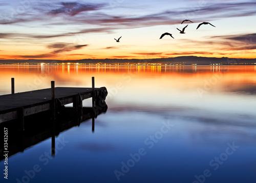 Deurstickers Pier denoche en el lago