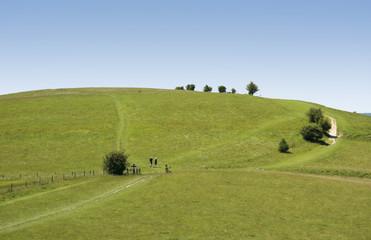 couple hiking the ridgeway trail