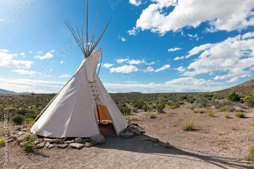 Fotobehang Indiërs Teepee in american prairie