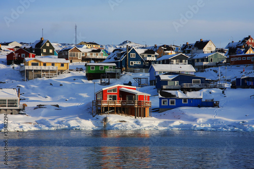 Fotobehang Poolcirkel Colourful houses in Ilulissat, West Greenland
