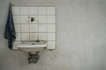 minimalist washbasin
