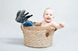 dziecko w koszyku