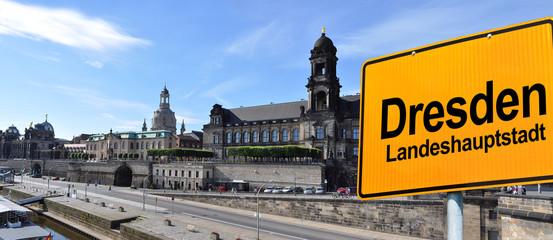 Panorama Dresden mit Schild