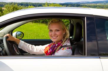 Porträt einer Autofahrerin