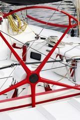 Barca a vela da regata- Ruota timone e pozzetto