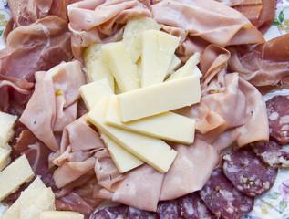 Antipasti, salumi, affettati e formaggi