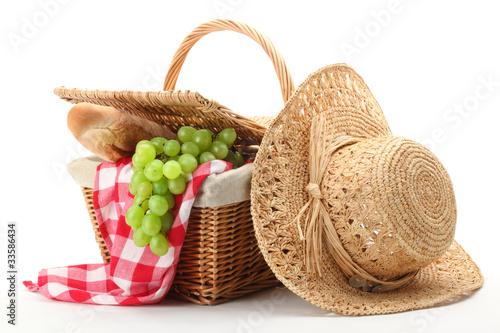 Fotobehang Picknick Picnic basket and straw hat