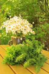 Blumenstrauß und Kräuter