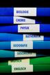 Schulbücher aufeinander gestapelt