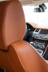 sedile auto in pelle con poggiatesta