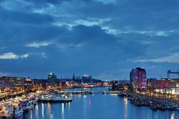Hafen in Kiel bei Nacht