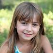 Eté : sourire d'une fillette de 6-7 ans #2