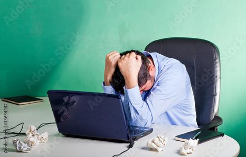 Uomo d'affari in crisi