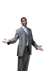 uomo d'affari africano su fondo bianco