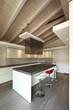 cucina moderna aperta con tre sgabelli