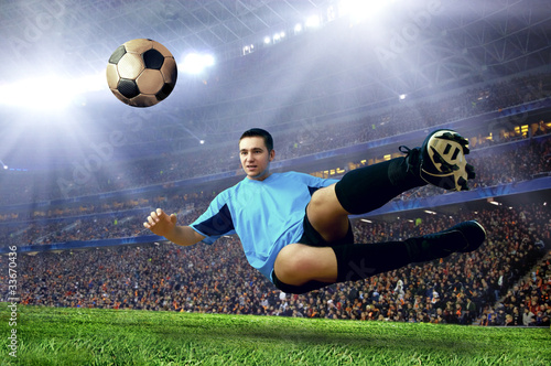 Plexiglas voetbal Football player on field of stadium