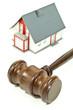 Richterhammer aus Holz mit Haus