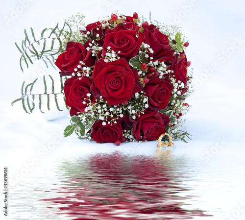rote rosen brautstrauss hochzeit stockfotos und lizenzfreie bilder auf bild 33699614. Black Bedroom Furniture Sets. Home Design Ideas