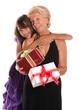 grand-mère et sa petite fille - cadeaux de noël