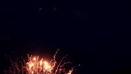 Feuerwerk mit roten Raketen