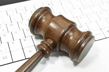 Richterhammer aus Holz mit Tastatur