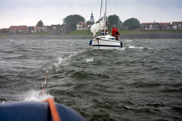 Dutch yacht in misery needs help of a tugboat