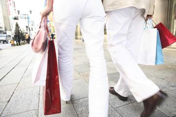 ショッピング中のカップル