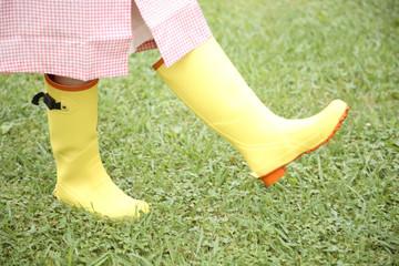 長靴を履いた女性の足元