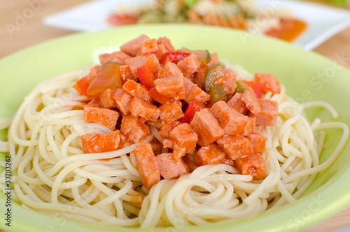 Spaghetti mit Wurstgulasch - 33783262