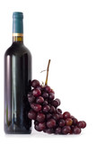 botella de vino tinto con racimo de uvas aislado - 33787461