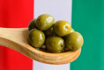 Olive verdi con tricolore italiano