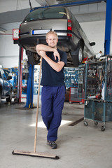 Clean Mechanic Garage
