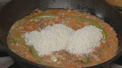 EDIT Putting rice into languishing vegetables with pork
