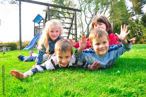 Leinwandbild Motiv Kinder beim spielen