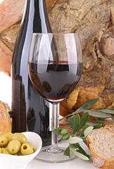 verre de vin et produits locaux
